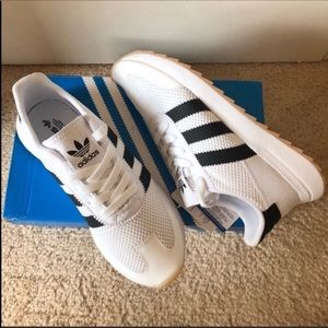 Adidas originals white and black flashbacks
